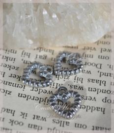 Bedel hartjes metal look antiek zilver. Per 10