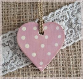 Houten hartjes roze/paars met crème stippen. Per 5