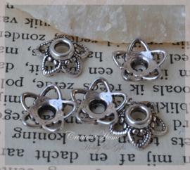 Metalen zilverkleurige kralenkapjes. Per 10