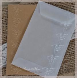 Bewerkte pergamijn & kraft loonzakjes, kersttakje. Per 10