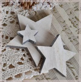 Houten sterren in 3 afm. Per 2