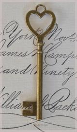 Brocante bronskleurige sleutels met hartje. Per 3