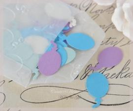 Pergamijn loonzakje gevuld met 100 ballonnen in vele kleurtjes