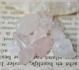 Rose quartz chips. Per 10