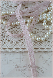 Licht vintage roze kantje. Per mtr.