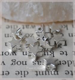 Metalen zilverkleurige mini ster kralen. Per 10