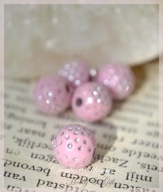 Acryl kralen rond, roze met zilveren stippen. Per 10