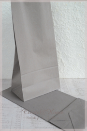 Grijze papieren cadeauzakjes met blokbodem
