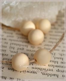 Acryl kralen rond mat zacht beige geel. Per 10