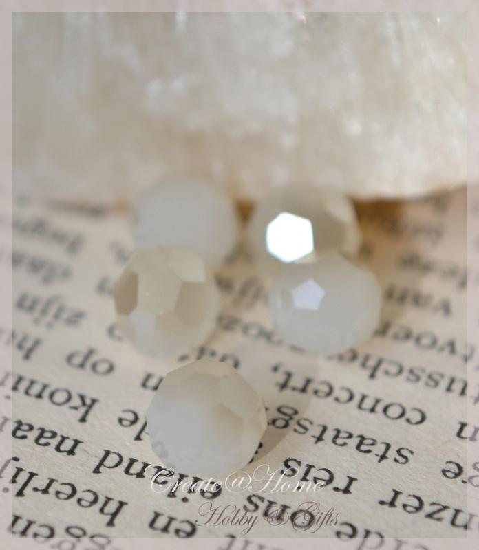 Facet glaskralen rond wit met diamant coating. Per 10