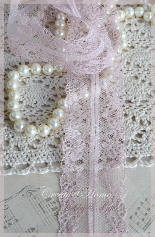 Vintage roze fijn breed kantje. Per mtr.