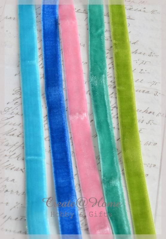 Velours lint in 5 kleuren. Per mtr.