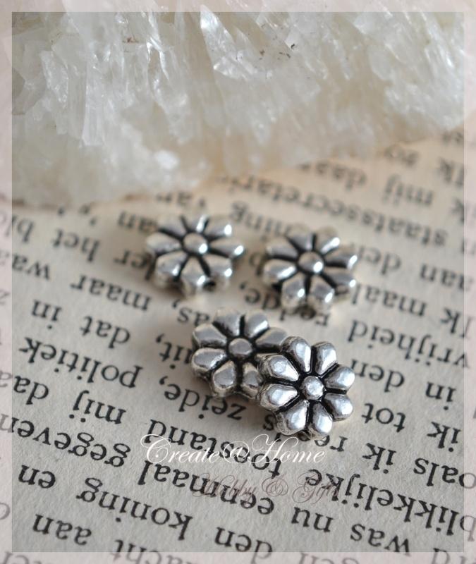 Metalen antiek zilverkleurige kraal, bloem. Per 10