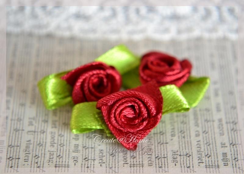 Satijnen roosjes rood