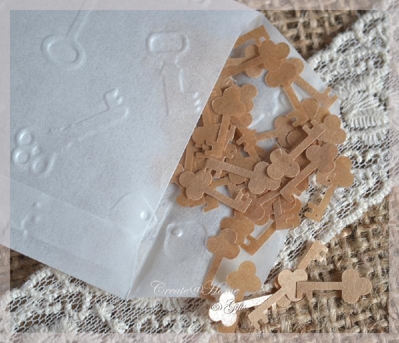 Gegomde sleuteltjes bruin of wit in een pergamijn of kraft loonzakje