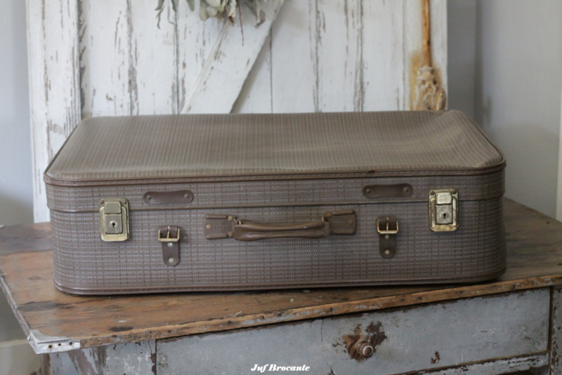 Oude koffer taupe