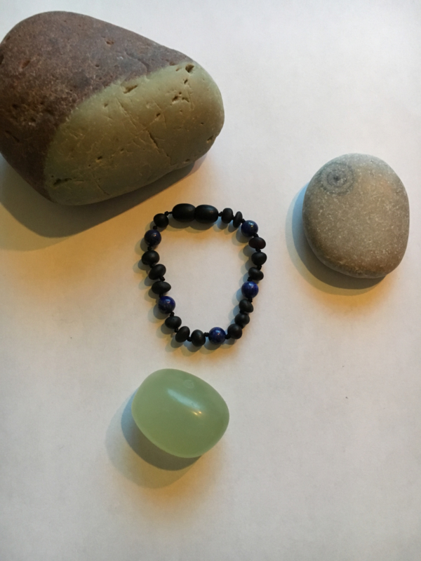 Barnsteen armband baby-kleuter raw cherry, lapis lazuli