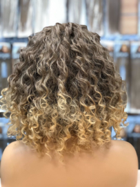 Synthetische Wig  Ombre Ash Brown/Caramel Curly - Issa