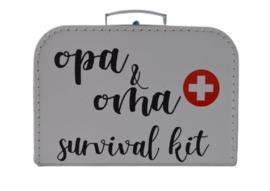 Koffertje 'opa & oma survival kit'