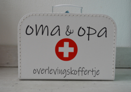Koffertje 'opa & oma overlevingskoffertje'