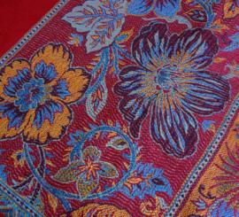 sjaal in rood met bloemenrand