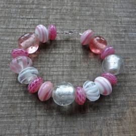Armband van lampwork kralen roze wit