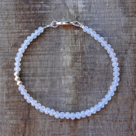 Armband van lichtblauw kristalglas