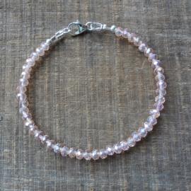 armbandje van roze kristallen kraaltjes