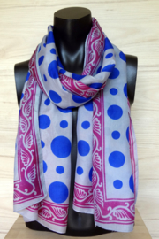 zijden sjaal met blauwe balletjes en roze rand