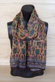 zijden sjaal in bruin en zalm met figuurtjes