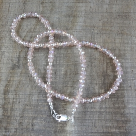 Ketting van kristalglas in roze