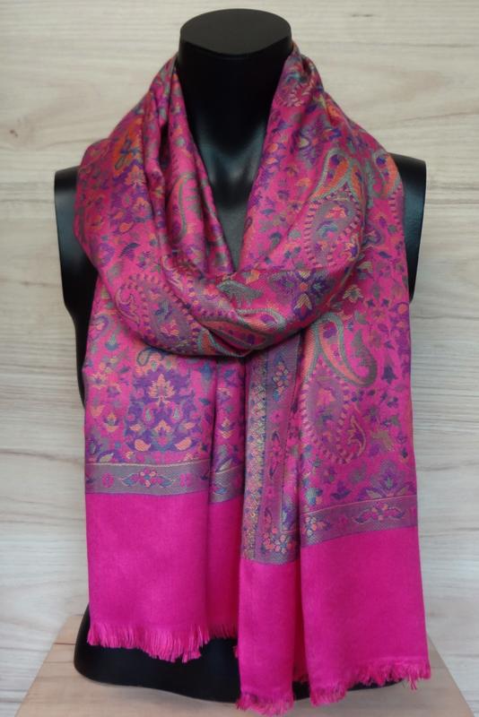 sjaal roze met ingeweven dessin