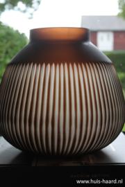 Vaas carved bruin S