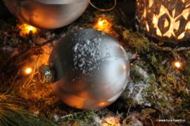 Kerstbal lichtgrijs L (10 cm)