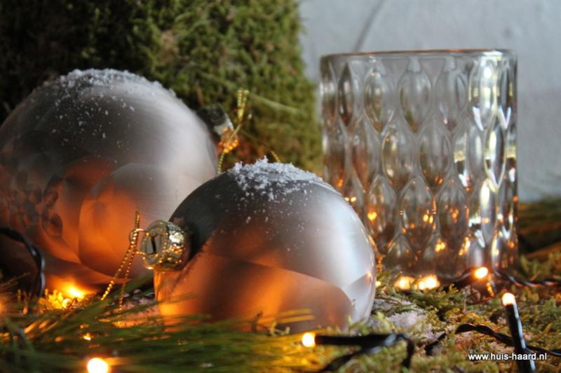 Kerstbal lichtgrijs S (8 cm)