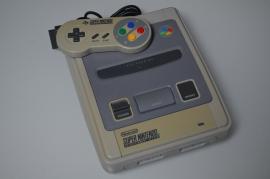 SNES Super Nintendo Console + 1 Controller [Verkleurd]