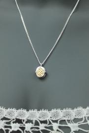 Zilveren medaillon met eindeloze knoop