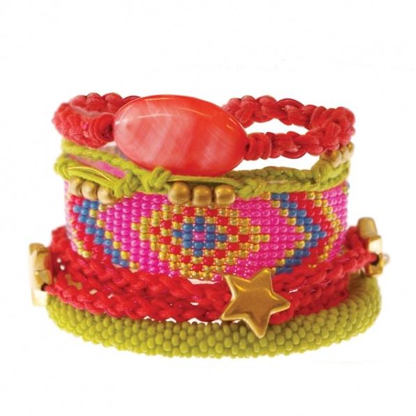 Lime en rood armbanden uit Nepal A Beautiful Story