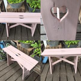 houten bankje oud roze