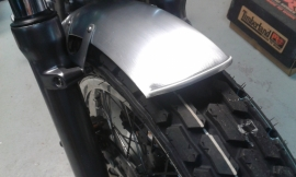 Kort aluminium Scrambler voorspatbord , 115 mm.