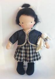 Shinju - een 16''/42 cm lange Handgemaakte Waldorf Pop