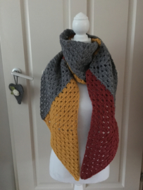 Moderne sjaal in grijs, oker en rood