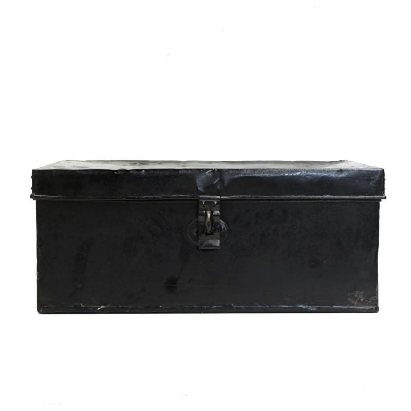 Oude metalen kist - Zwart