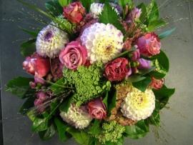 Bruidsboeket rose/wit € 50,-