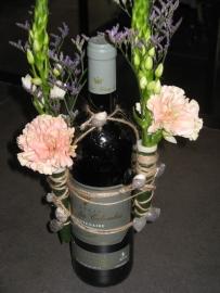 Fles wijn met bloem €10,-