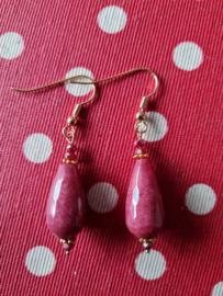 donkerrode jade oorbellen (1)