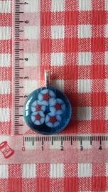 Ronde blauwe hanger met witte/oranje bloemetjes
