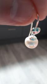 Zoetwater parels met zilveren hart oorstekers