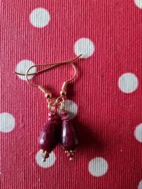 donkerrode jade oorbellen (2)