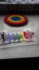 Langwerpig schaaltje met regenboog
